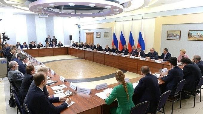 Владимир Путин провёл в Новосибирске заседание Совета по науке и образованию