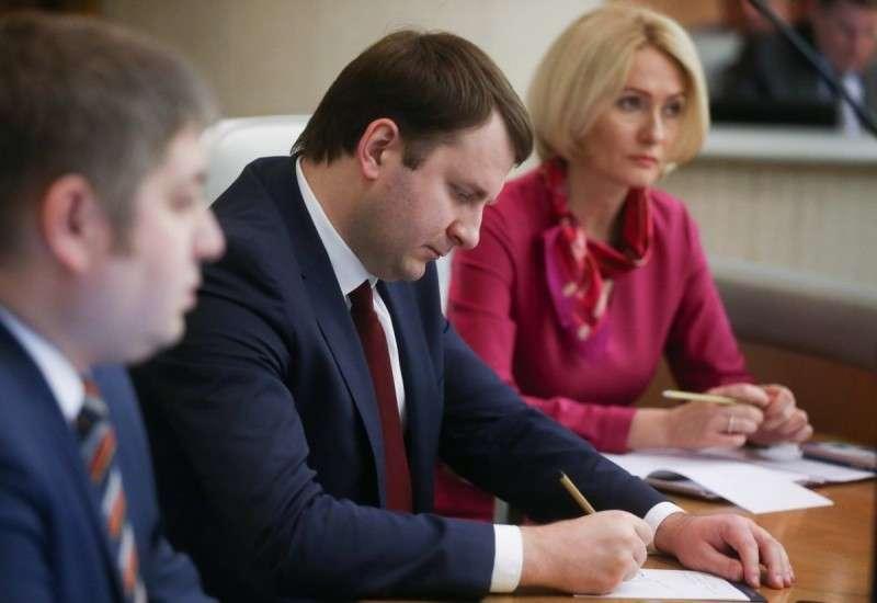 В Думе подвергли публичной порке министра экономики Максима Орешкина