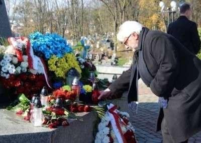 Украина «хоронит» соседей, друзей и врагов, превращаясь в страну-изгоя
