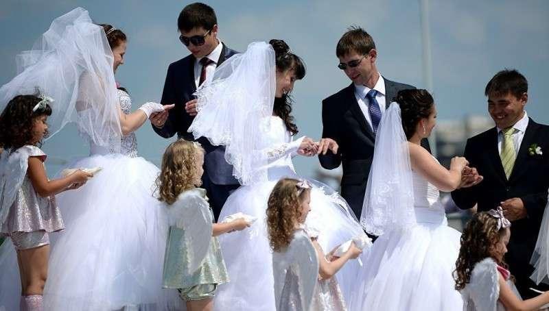 Почему россияне стали чаще жениться и выходить замуж?