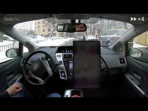 Беспилотный автомобиль колесит по заснеженным улицам московского района Хамовники
