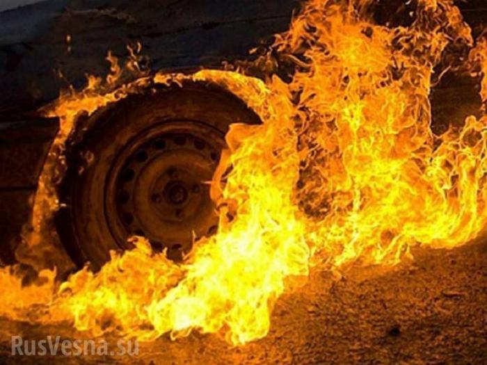 Петербург: экскаватор лего потушил горящий автомобиль