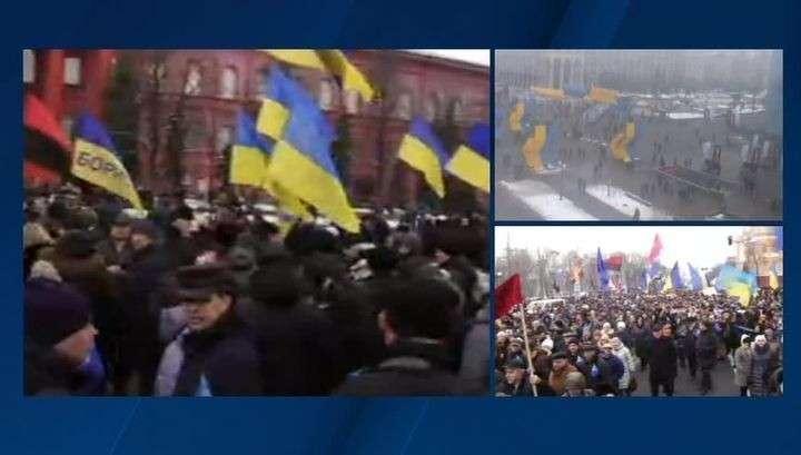 В центре Киева несколько тысяч человек требуют: