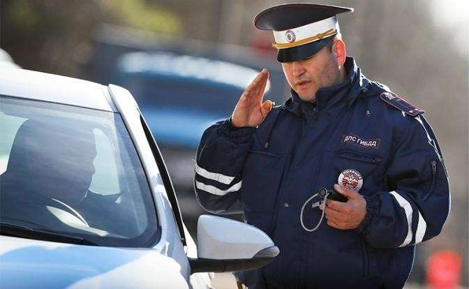 Как правильно вести себя с инспектором ДПС. Практические советы