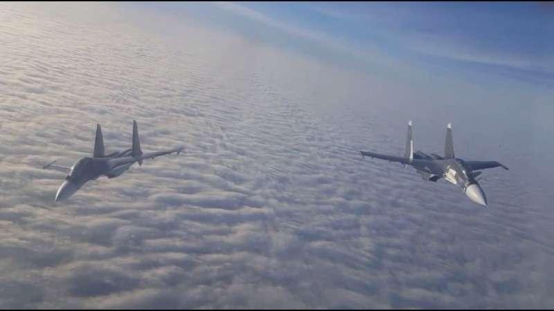 Лётчики ВМФ России впервые отработали дозаправку в воздухе истребителей Су-30СМ