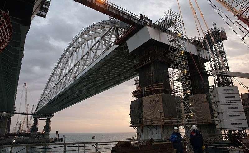 Крымский мост атаковали мигрирующие рыбы и идиоты-чиновники из незалежной