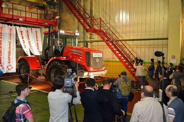 Кировский завод запустил производство обновленной линейки тракторов «Кировец»