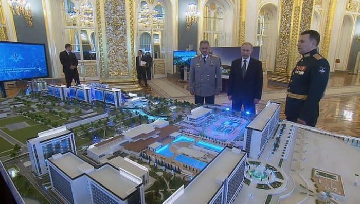 Владимир Путин познакомился с возможностями технополиса «Эра»