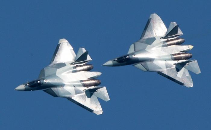 Су-57 в небе Сирии: F-22 Раптор спасается бегством