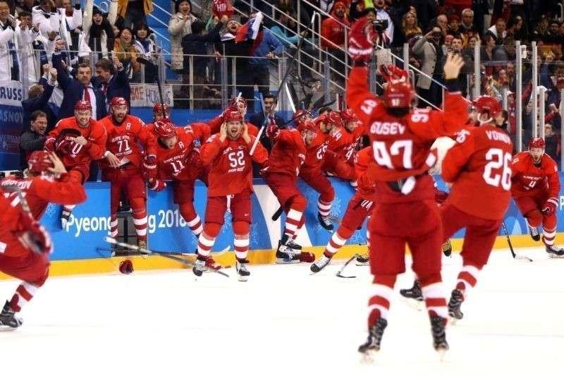 Олимпиада 2018: Российские хоккеисты спели гимн России во время награждения