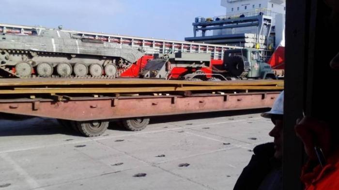 Т-64БВ хлынули в мариупольский порт. Операция карателей ВСУ обрастает подробностями