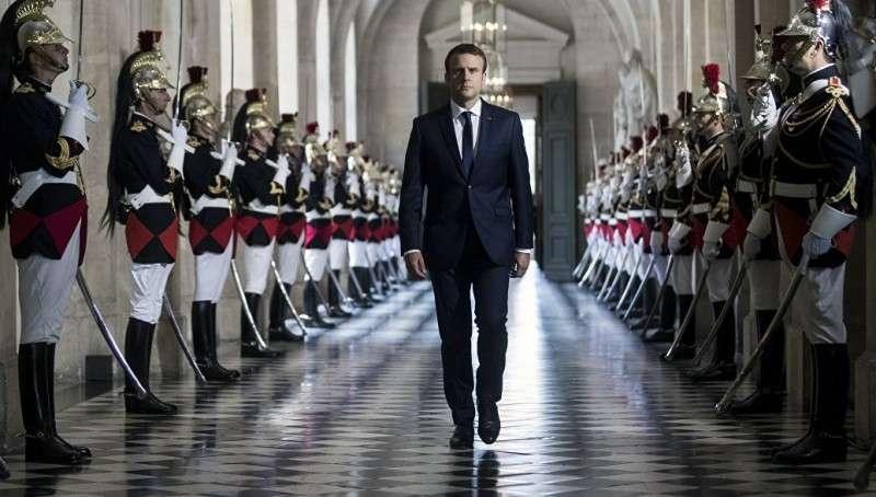 Франция: «откосивший» от армии Макрон вернул военный призыв