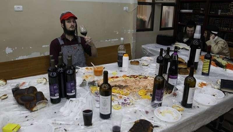 Евреи празднуют холокост (массовое убийство) древних персов (перуновых русов)