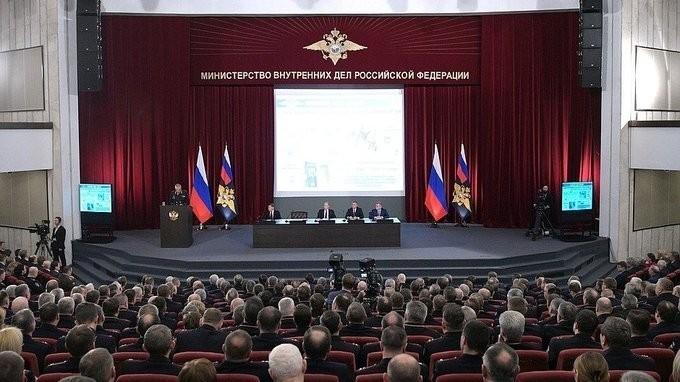 Владимир Путин принял участие в расширенном заседании коллегии МВД