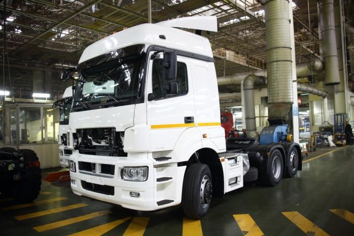 «КАМАЗ» начал выпуск новой модели седельного тягача с индексом 65209