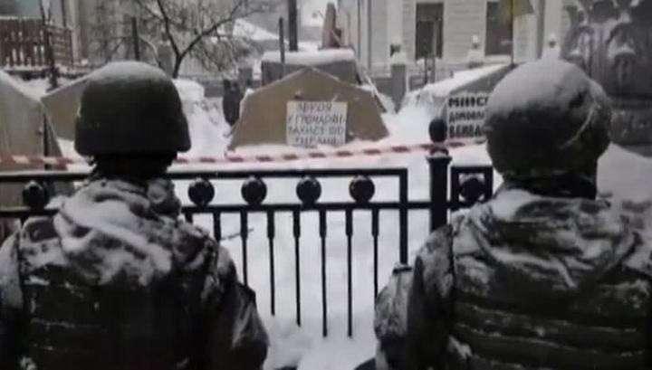 В Киеве в палаточном городке у Рады нашли гранаты, мины и коктейли Молотова