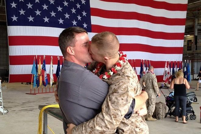 Зачем Пентагону боевые гомосеки в армии США?