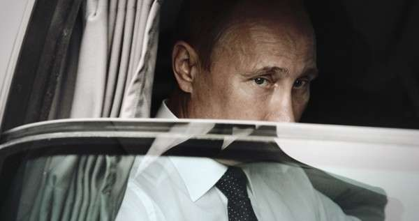 Американские и британские СМИ истерично демонизируют Путина