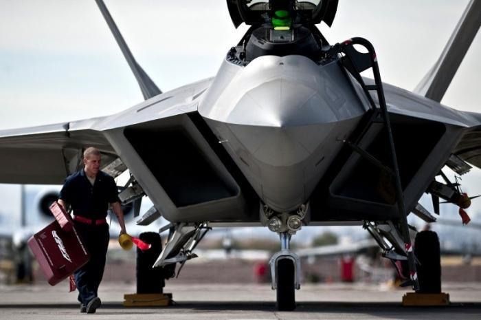 Готовность боевых самолётов США снижается и виновата, как всегда, Россия