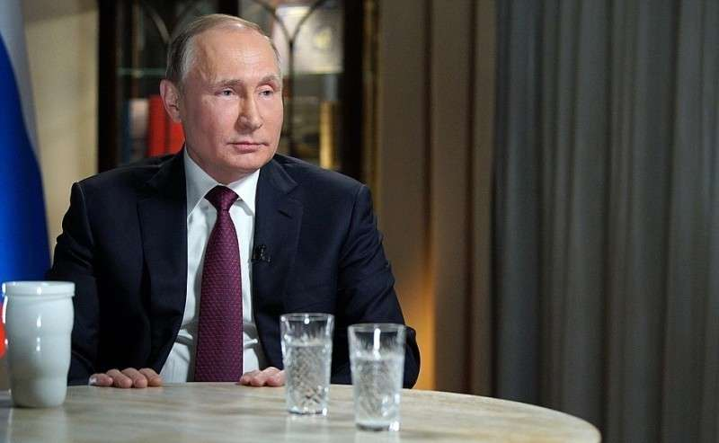 Вовремя интервью журналисту американского телеканала NBC Мегин Келли.