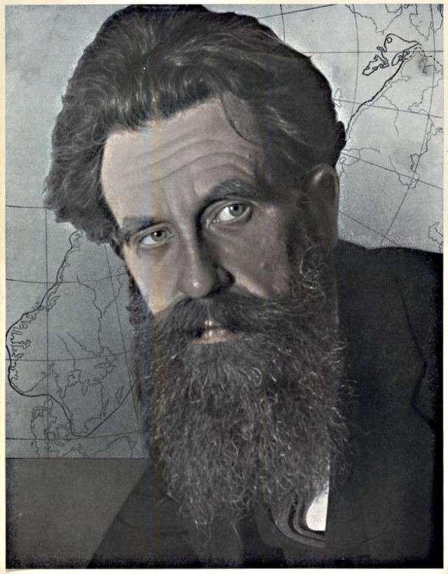 Академик Отто Шмидт на фоне карты Севморпути