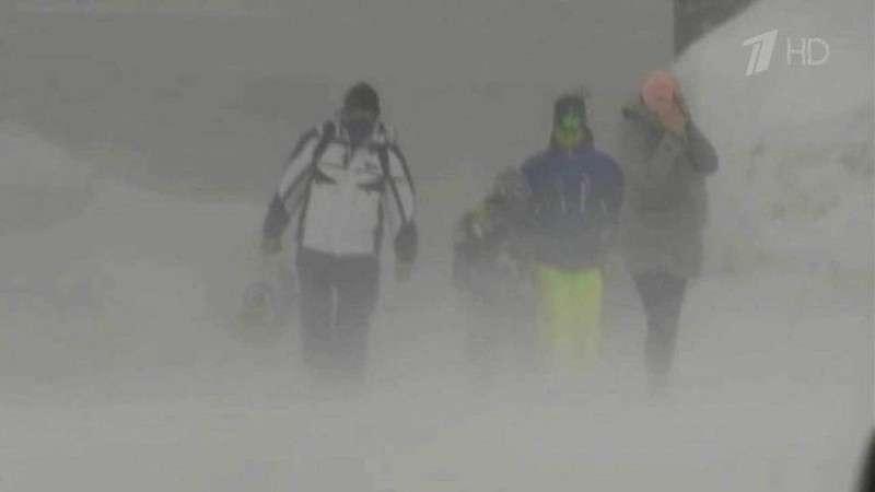 Сильнейший ураган в Европе привел к жертвам, а США морозят аномальные холода