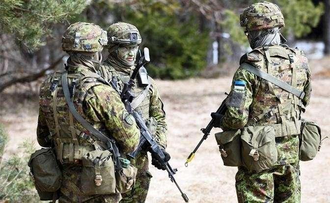 На фото: военные учения НАТО в Эстонии