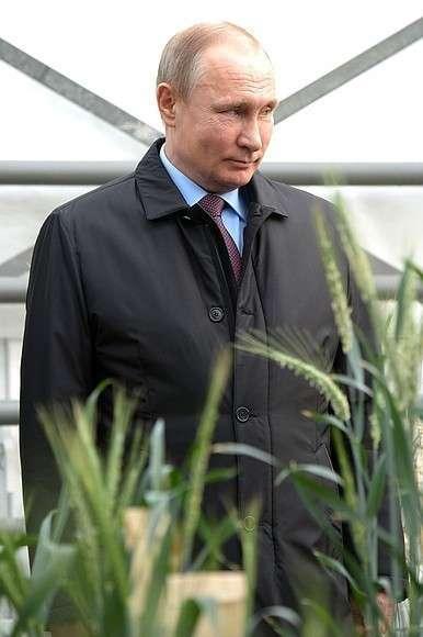 Вовремя посещения Национального центра зерна имени П.П.Лукьяненко.
