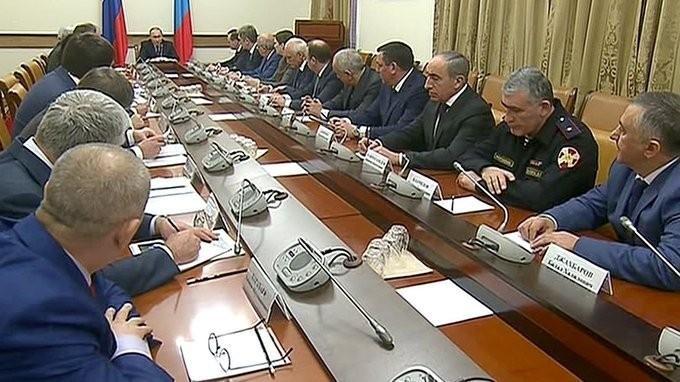Владимир Путин провёл совещание по вопросам социально-экономического развития Дагестана
