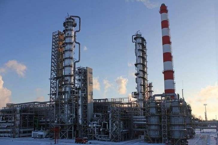 «Роснефть» выпустила первую партию высокооктанового автомобильного бензина АИ-100