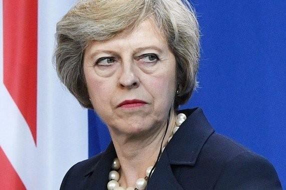 Англо-старуха Тереза Мэй тоже запищала о санкциях