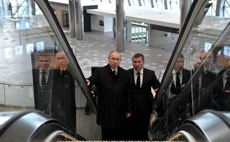 В. Путин посетил новый аэропорт Симферополя и выступил на митинге Россия-Севастополь-Крым