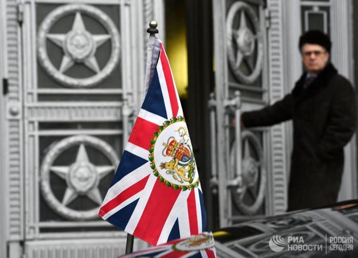 Москва вышлет британских шпионов в ответ на действия Терезы Мэй