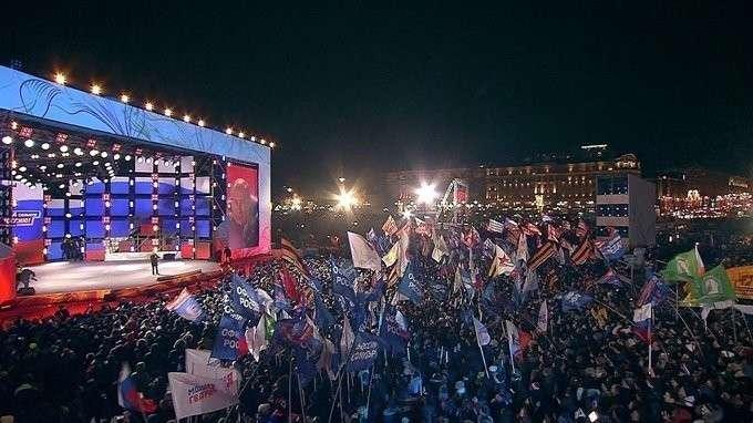 Владимир Путин выступил намитинге вцентре Москвы