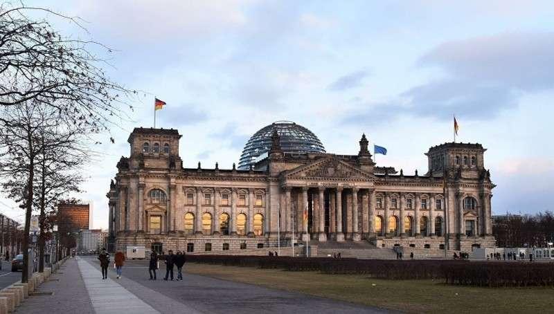 Германия предала англосаксов и им остаётся только грабить беглых олигархов