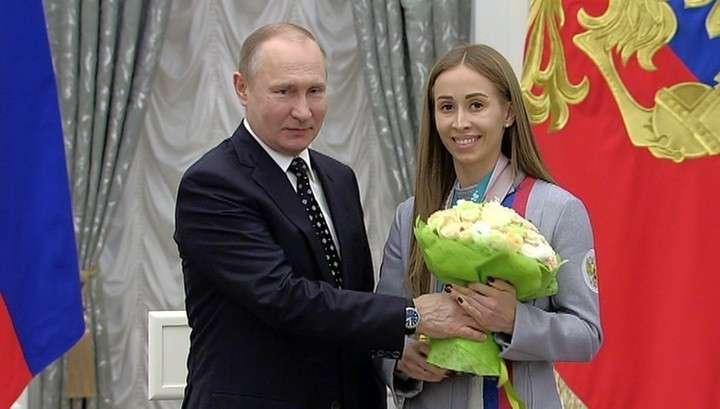 Владимир Путин в Кремле наградил медалистов Паралимпиады-2018 госнаградами