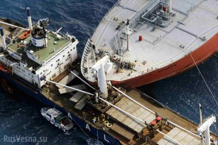 Пакистан. Столкнулись два огромных контейнеровоза, рассыпав груз в море