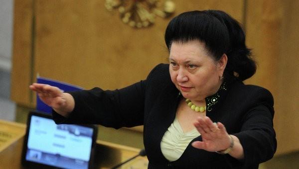 Бедная депутат Рая, недовольная низкой зарплатой, заработала за год 2,35 млн руб