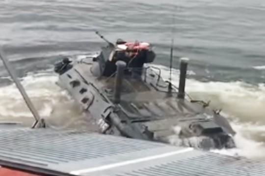 Десантирование БТР-82А с катера показали на видео