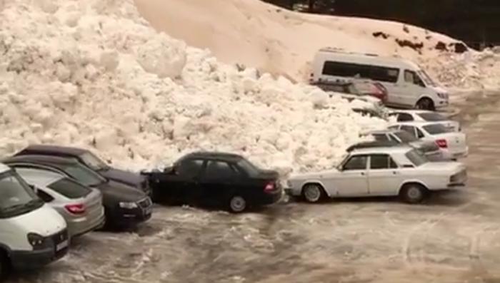 В Приэльбрусье сход лавины попал на видео