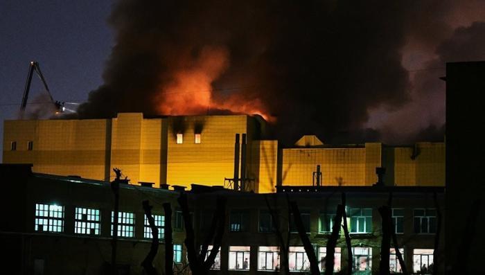 Пожар в кемеровском ТЦ: обрушились два кинозала