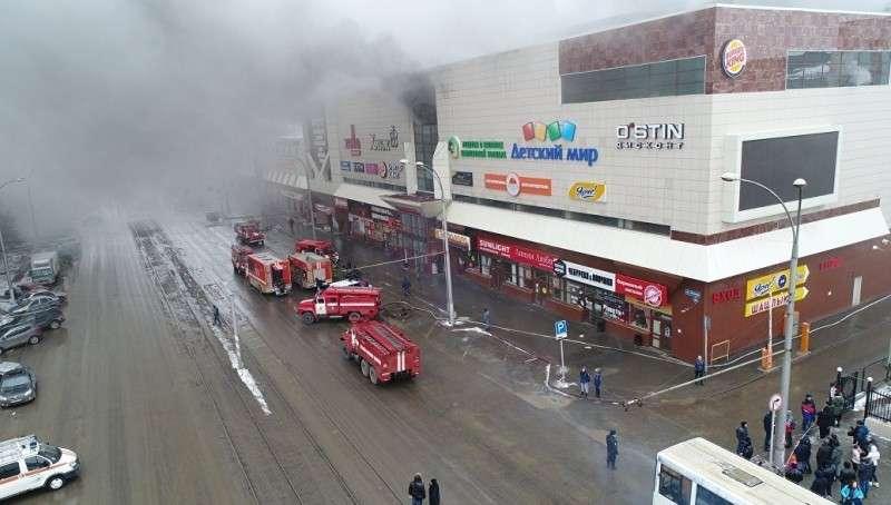 При пожаре в кемеровском ТЦ Зимняя Вишня погибли 64 человека