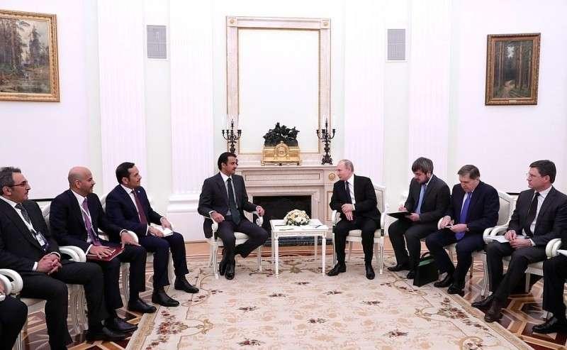 В Кремле состоялись переговоры Владимира Путина с Эмиром Государства Катар вузком составе.СЭмиром Катара Тамимом Бен Хамадом Аль Тани.