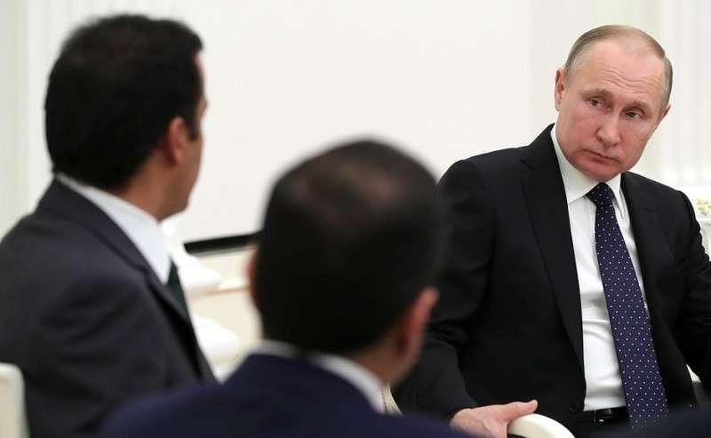 В Кремле состоялись переговоры Владимира Путина с Эмиром Государства Катар вузком составе. СЭмиром Катара Тамимом Бен Хамадом Аль Тани.