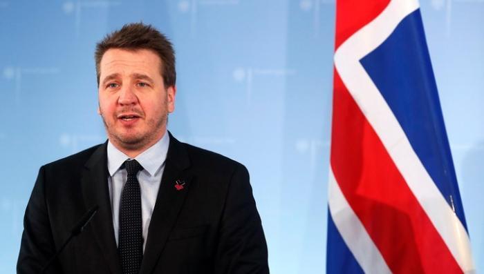 Английская марионетка Исландия приостанавливает дипломатические контакты с Россией