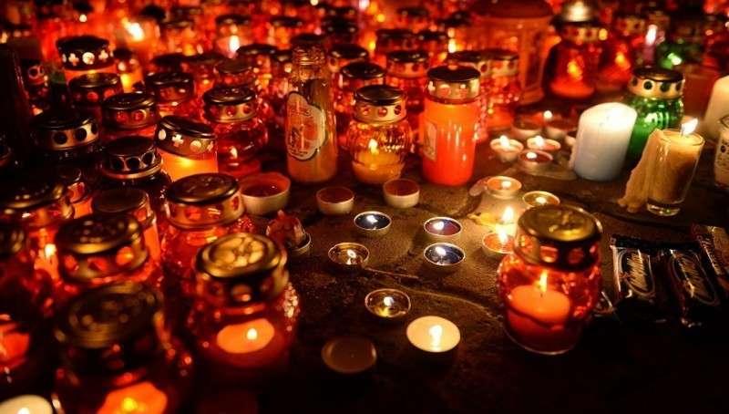 Кузбассе: трехдневный траур по жертвам поджога в Кемерово начался