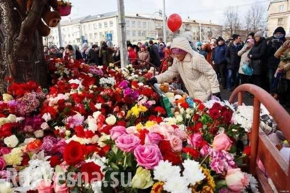 Владимир Путин возложил цветы к мемориалу у сгоревшего ТЦ в Кемерово | Русская весна
