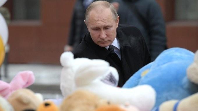 Владимир Путин прибыл в Кемерово почтить память погибших при пожаре