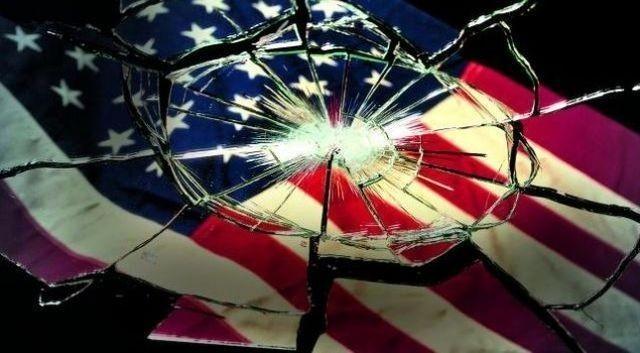 Американский колосс на глиняных ногах падает
