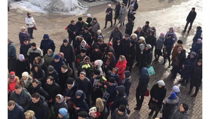 Кемерово. Народ прощается с погибшими в торговом центре